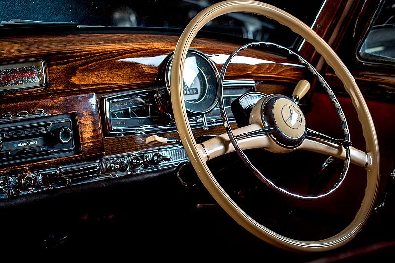 Mercedes-Benz 300 Saloon